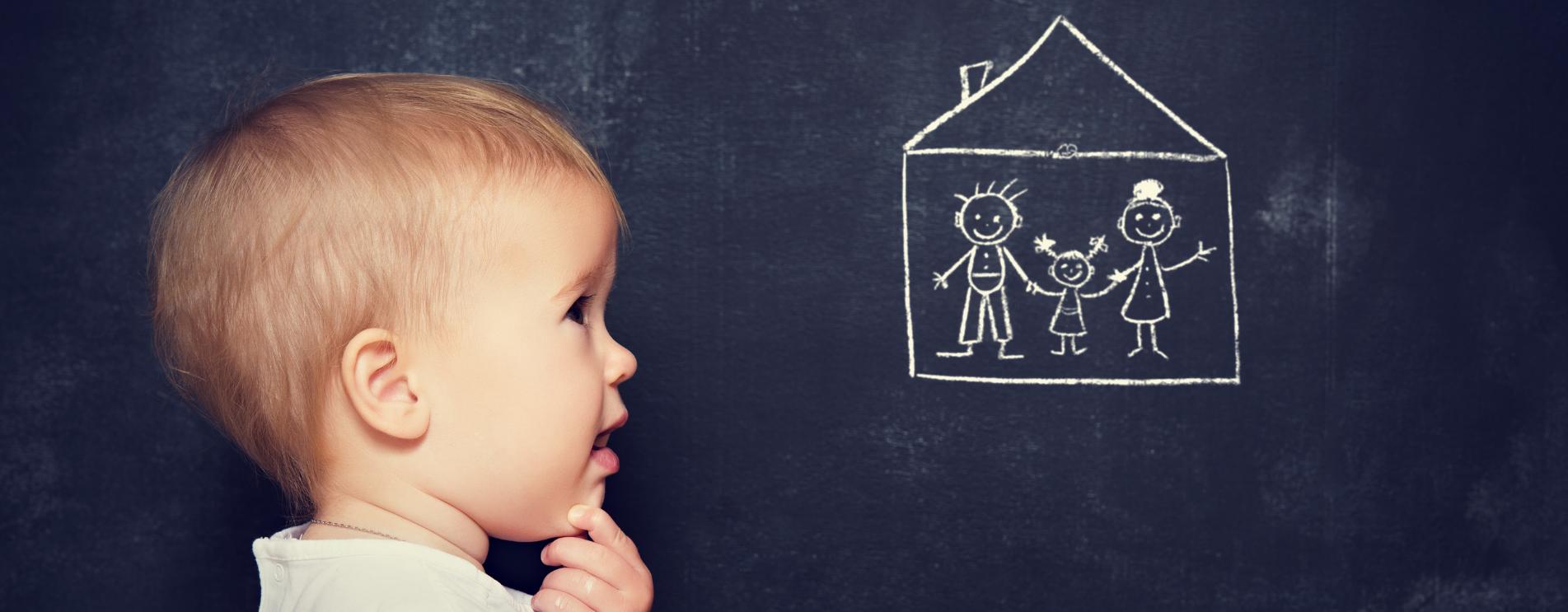 Nachdenkendes Kind gemaltes Haus
